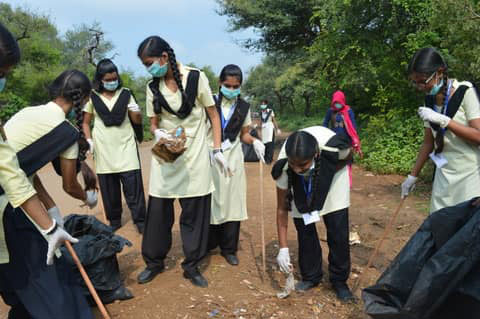 …helping to clear garbage and plastic from Ranthambhore Park. Photo: Padmini Singh